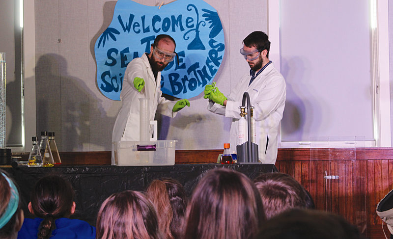 """Seaside Neighborhood School Students Get """"Testy"""" with the Science Brothers"""